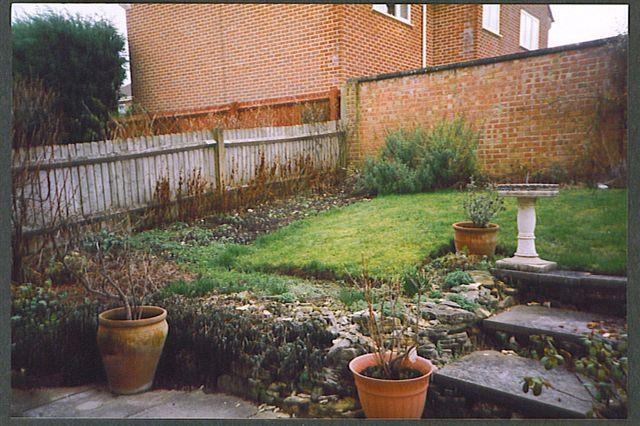 small sloped garden ideas photo - 4