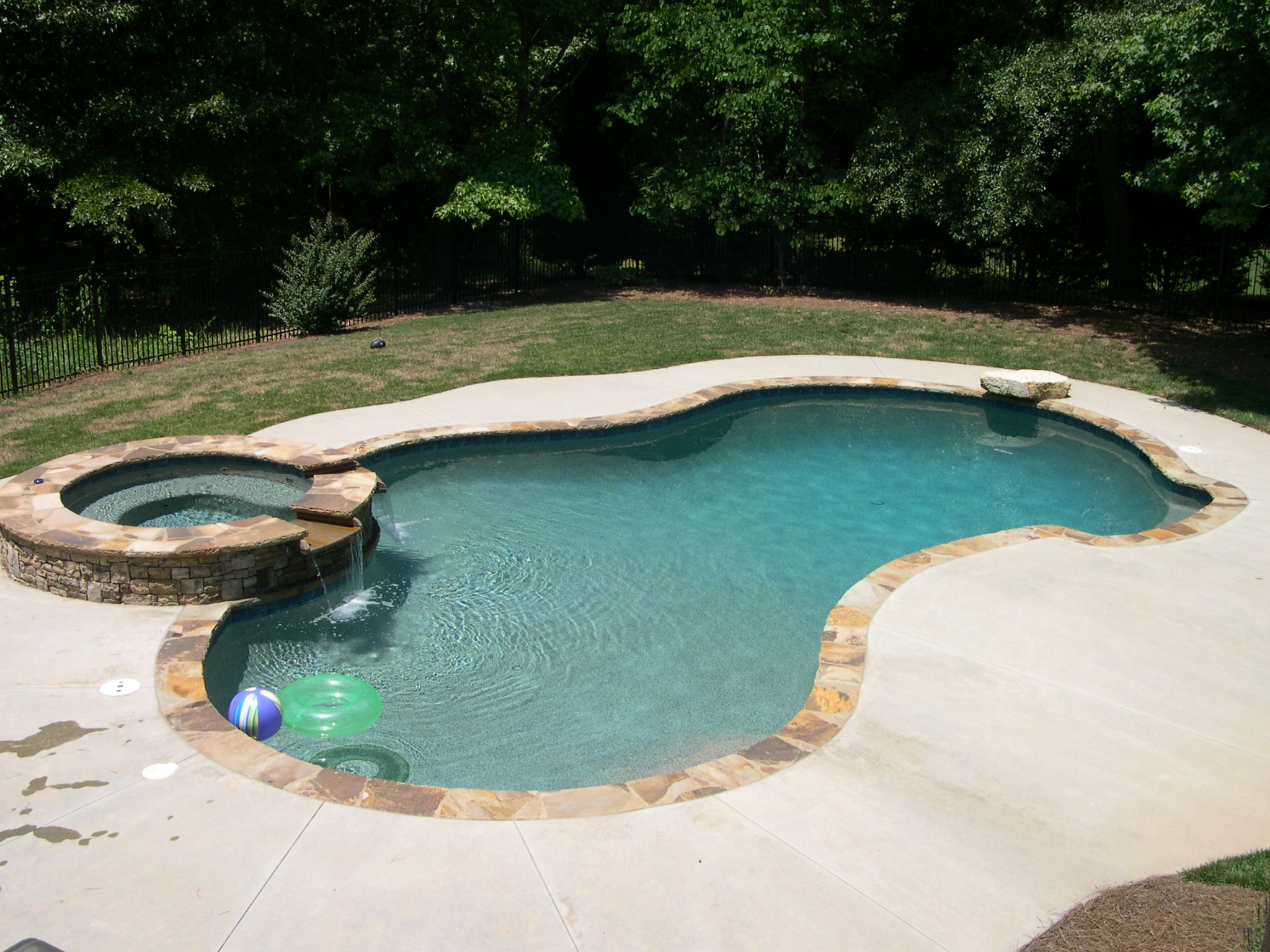 swimming pool designs with hot tub photo - 2