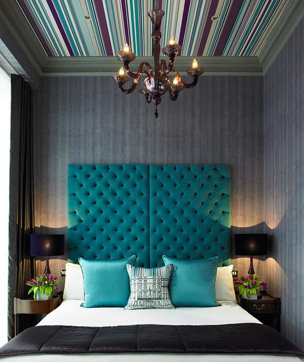 teal wallpaper interior design photo - 10