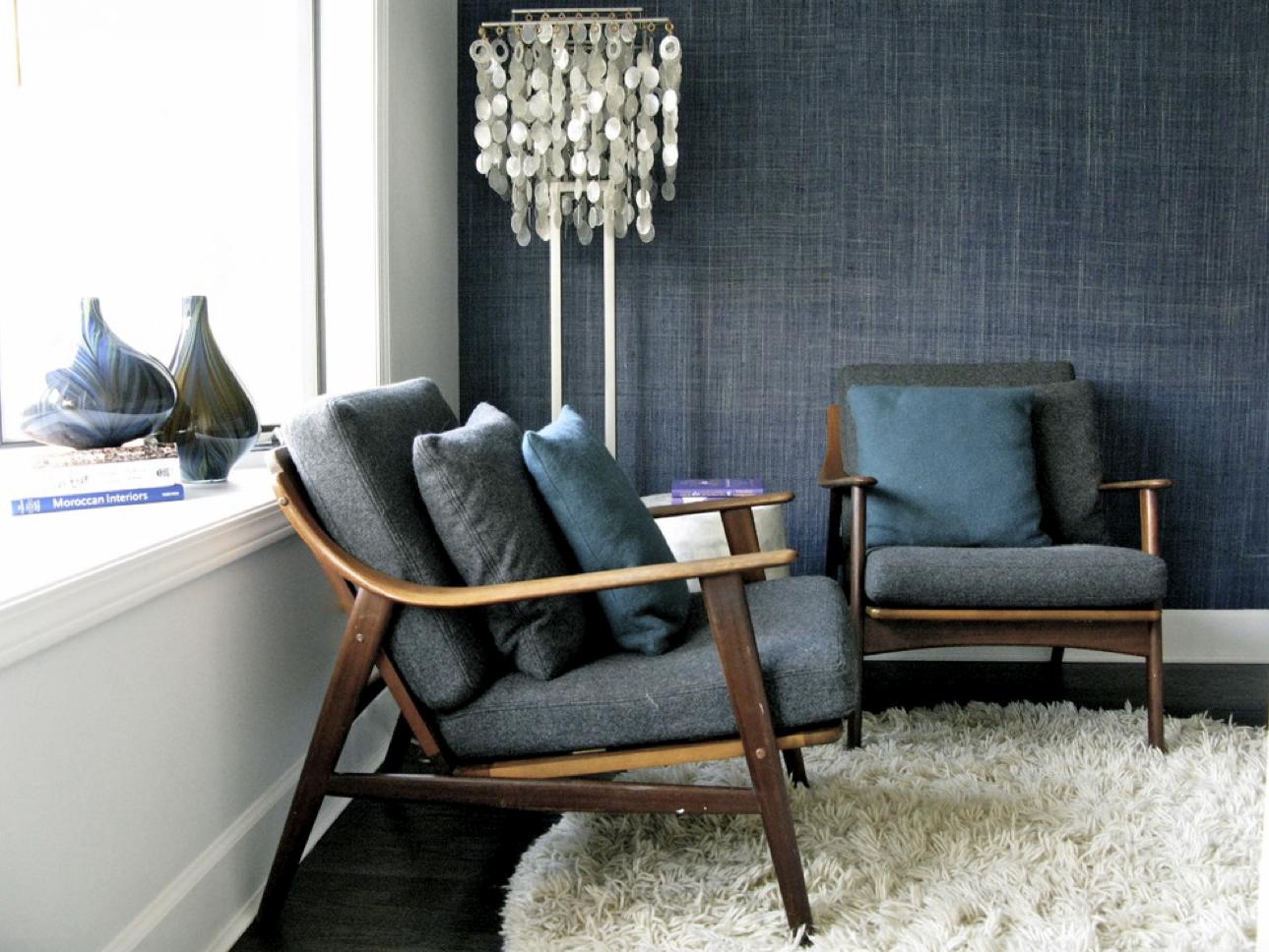 teal wallpaper interior design photo - 9