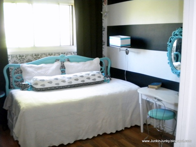 tiffany blue and black and white bedrooms photo - 4