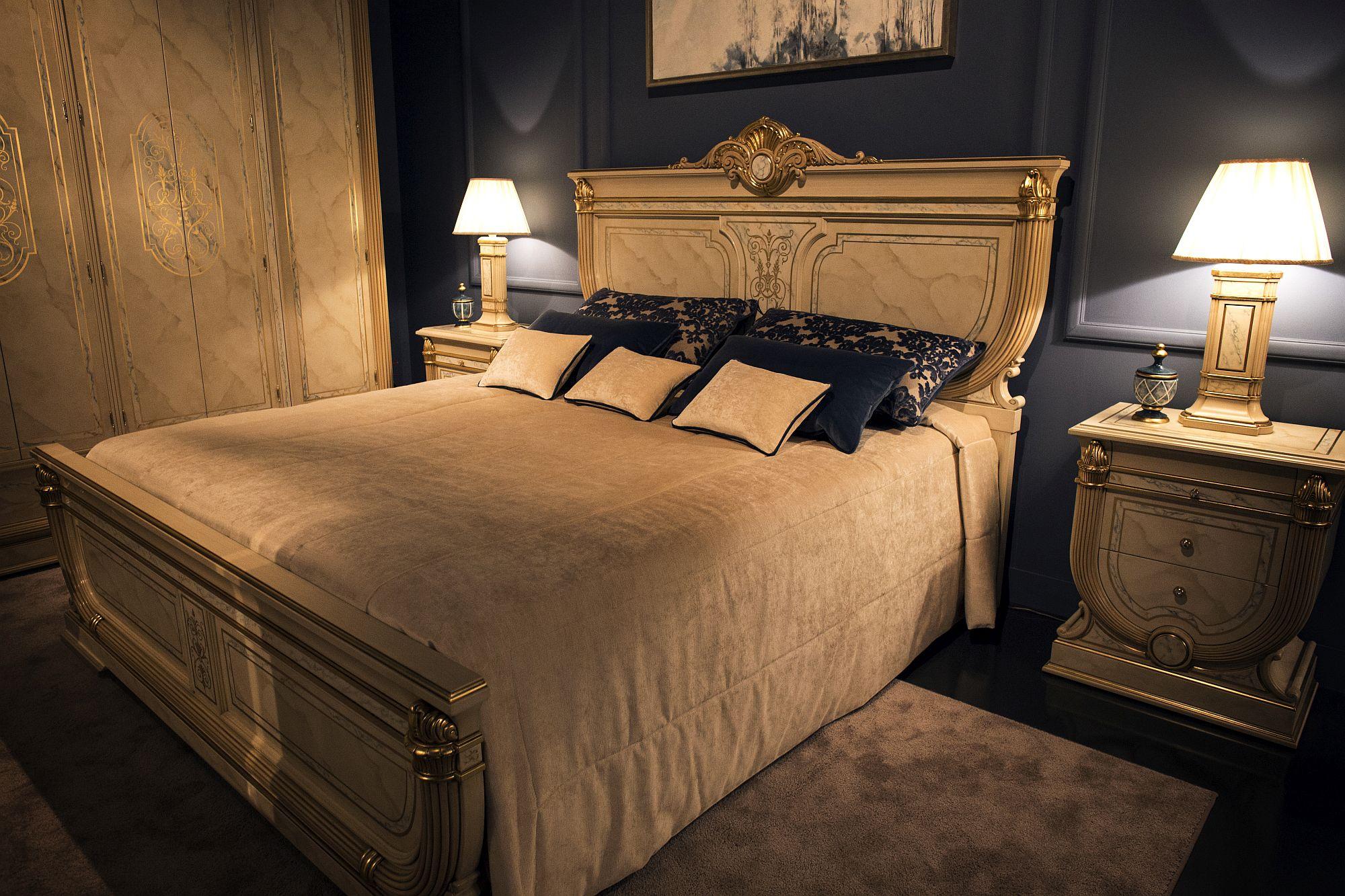 traditional bedroom lighting photo - 9