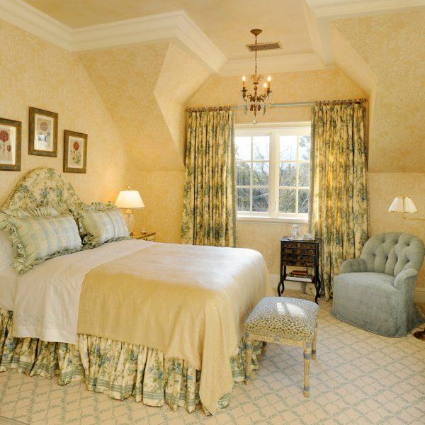 traditional english bedroom design photo - 7