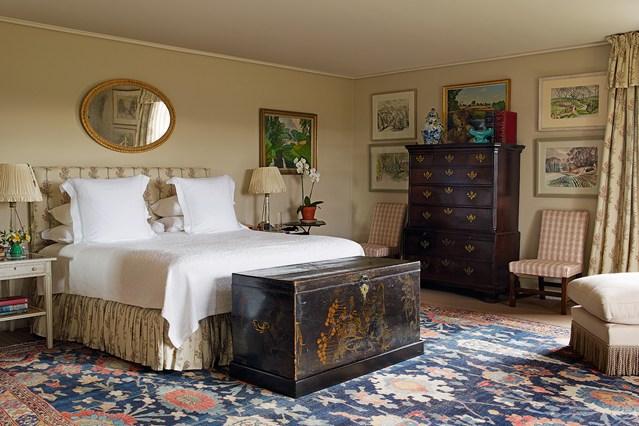 traditional english bedroom design photo - 8