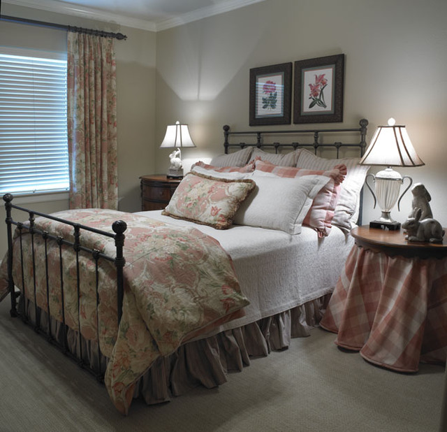 traditional guest bedroom ideas photo - 8