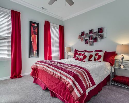 traditional red bedroom photo - 5