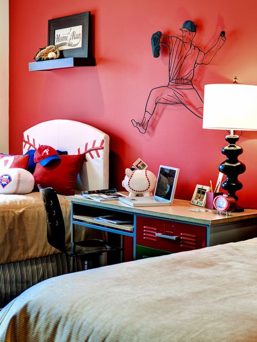traditional red bedroom photo - 7