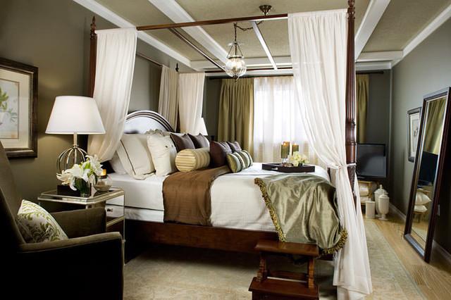 traditional romantic bedroom photo - 8