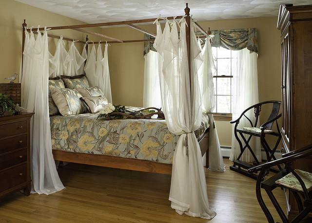 traditional romantic bedroom photo - 9