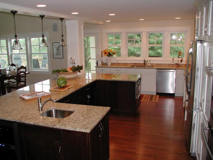 traditional u shaped kitchen photo - 1