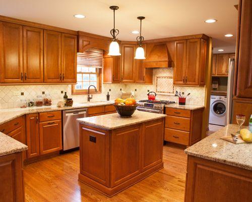 traditional u shaped kitchen photo - 10