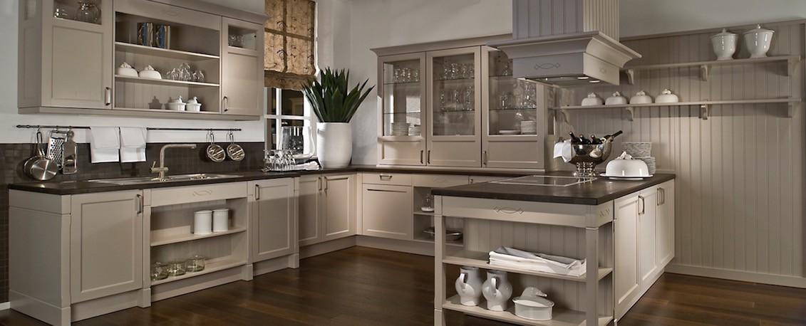 traditional u shaped kitchen photo - 2