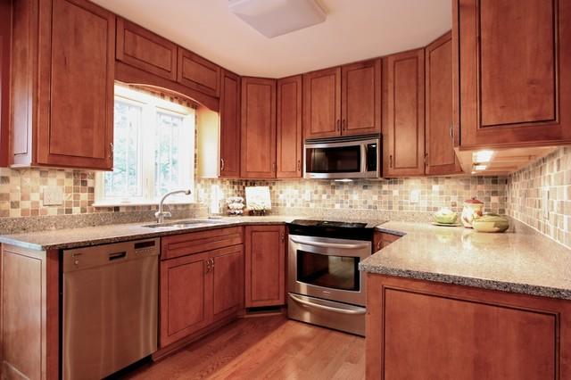 traditional u shaped kitchen photo - 4