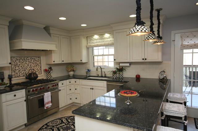 traditional u shaped kitchen photo - 6