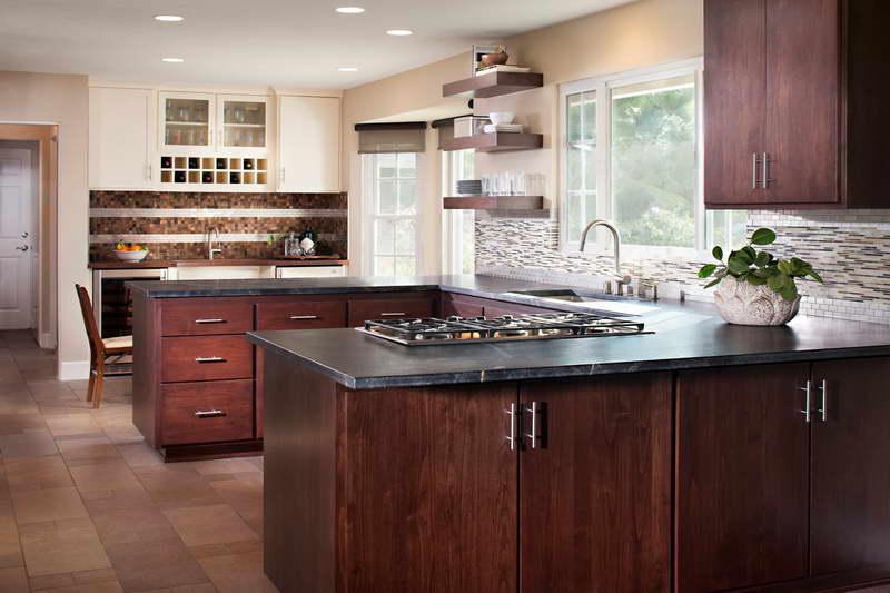 traditional u shaped kitchen photo - 7