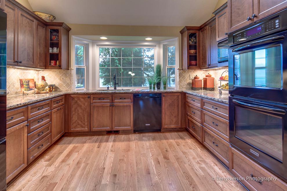 typical u shaped kitchen photo - 6
