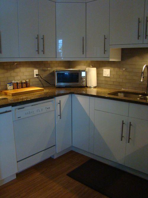 u shaped kitchen appliance layout photo - 2