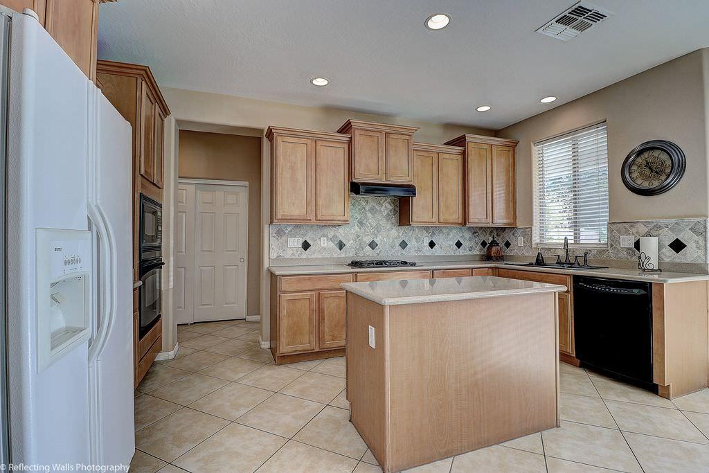 u shaped kitchen appliance layout photo - 3