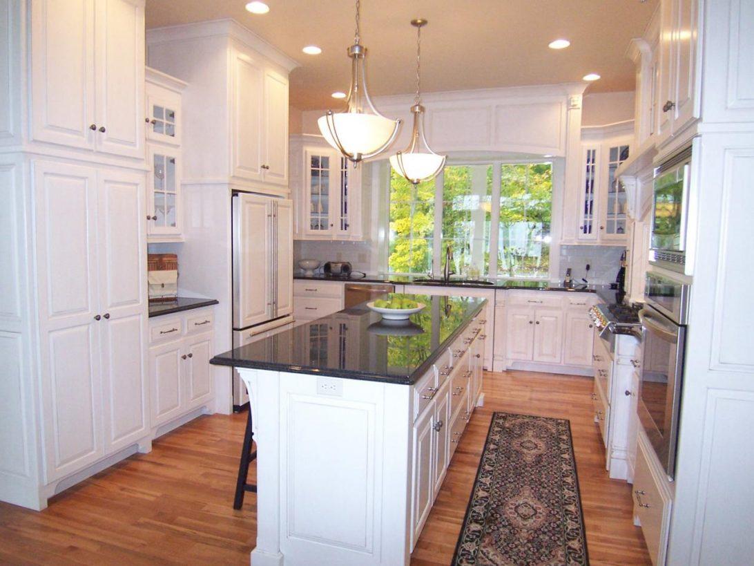 u shaped kitchen cabinet design photo - 9