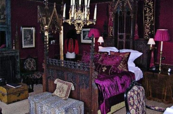 victorian gothic bedroom decorating photo - 8