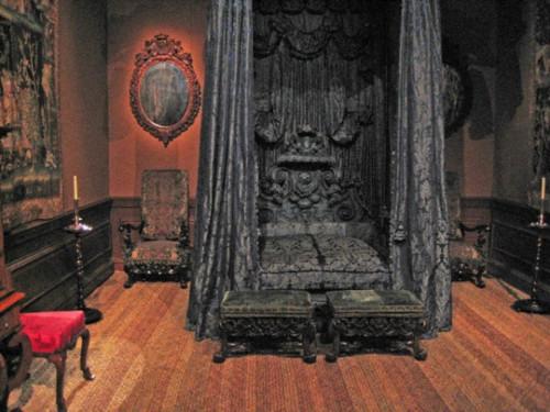victorian gothic style bedroom photo - 10