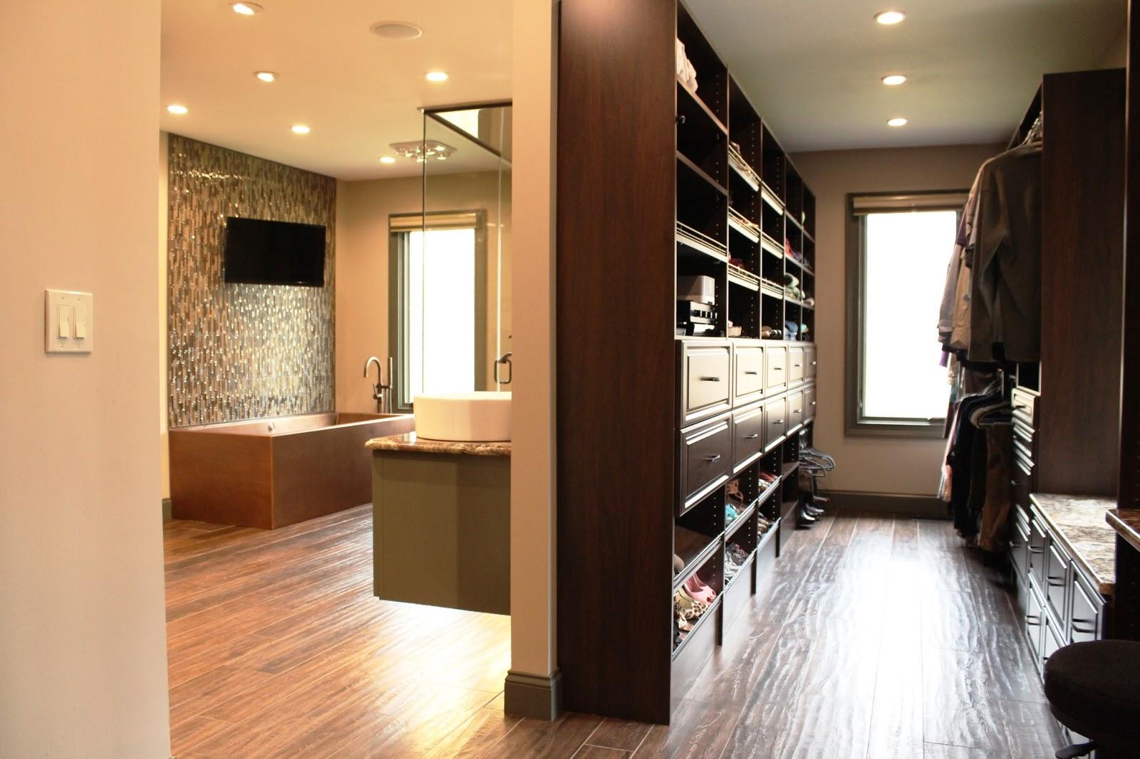 walk in closet design and bathroom photo - 2