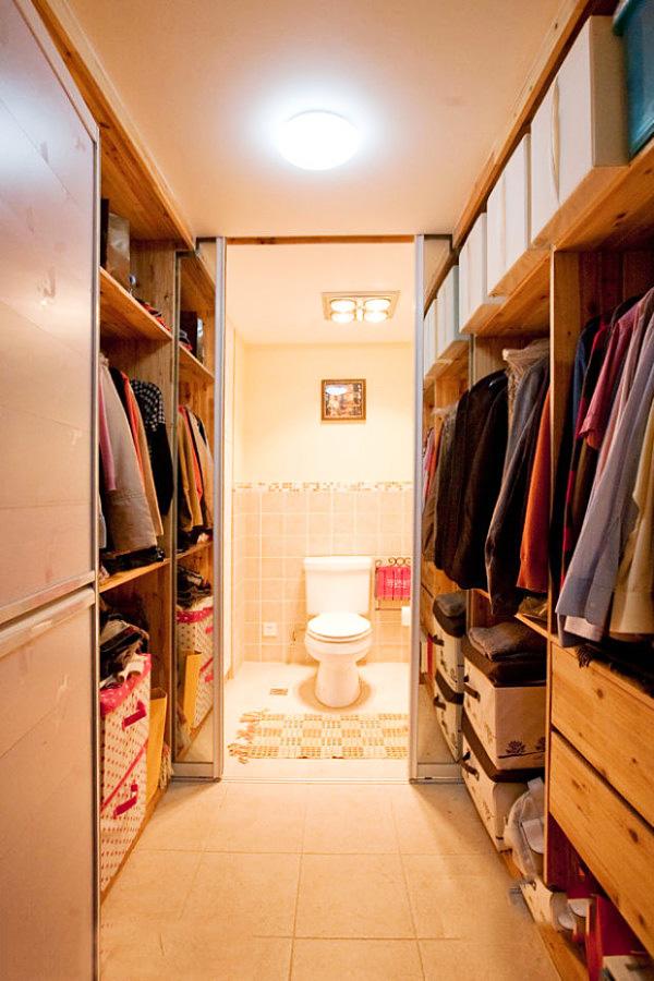 walk in closet design and bathroom photo - 7