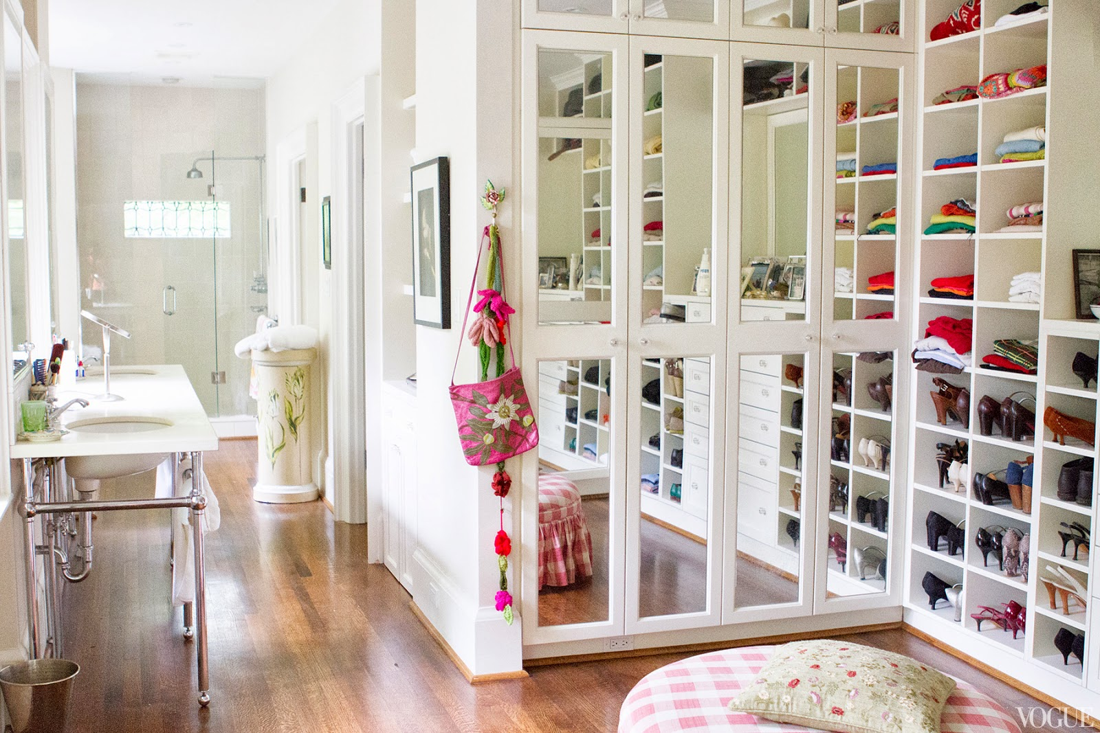 Walk in closet design and bathroom | Hawk Haven