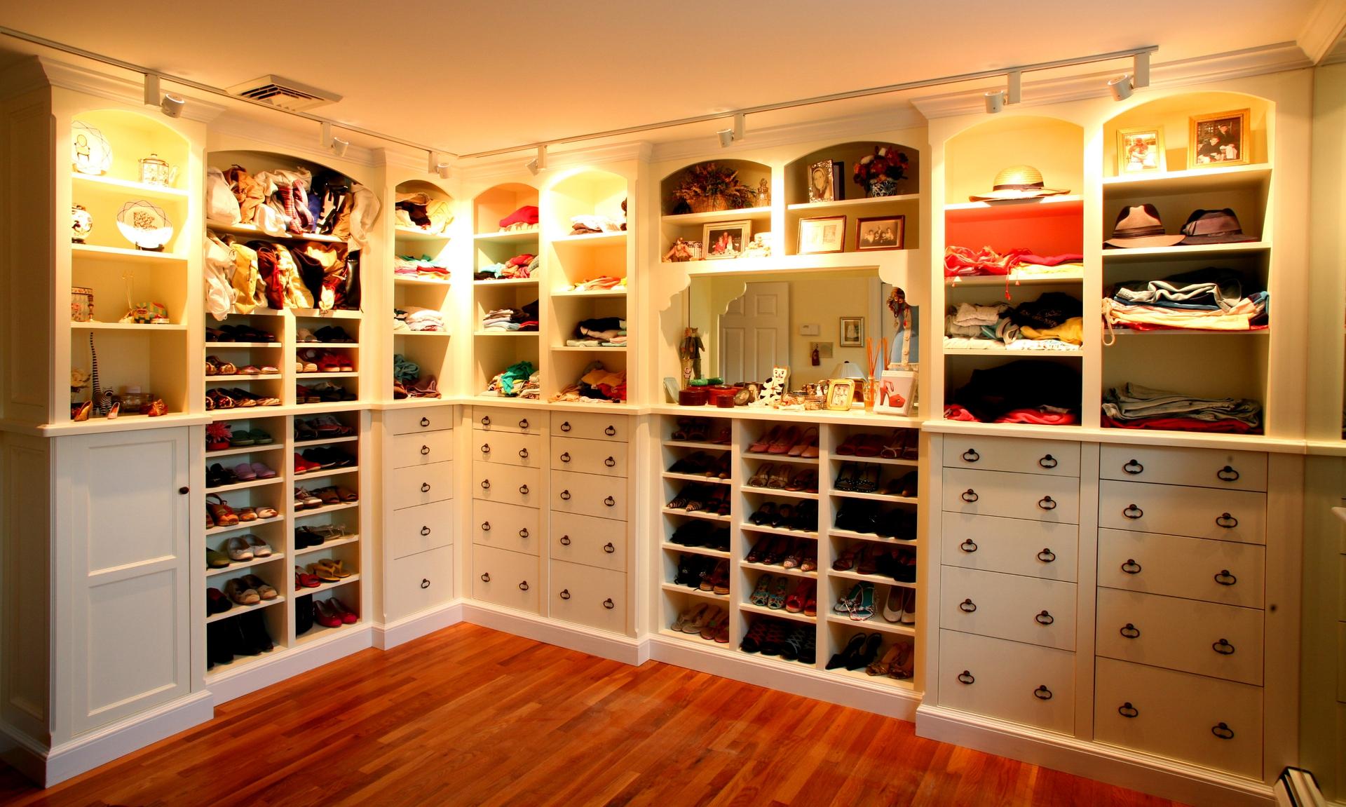 walk in closet dressing room design photo - 2