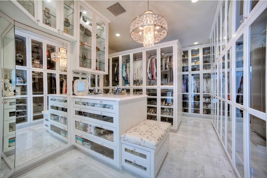 walk in closet luxury design photo - 2