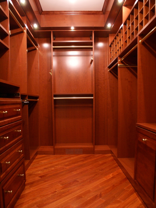 walk in closets by design photo - 7