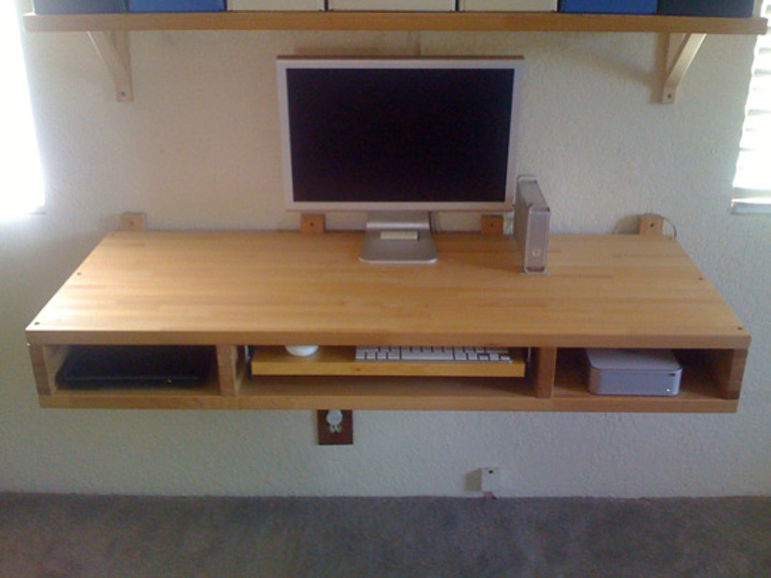 wall mounted desk build photo - 4