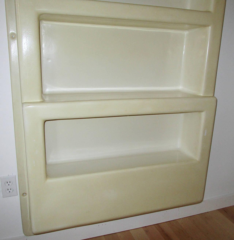 wall mounted plastic shelves photo - 1