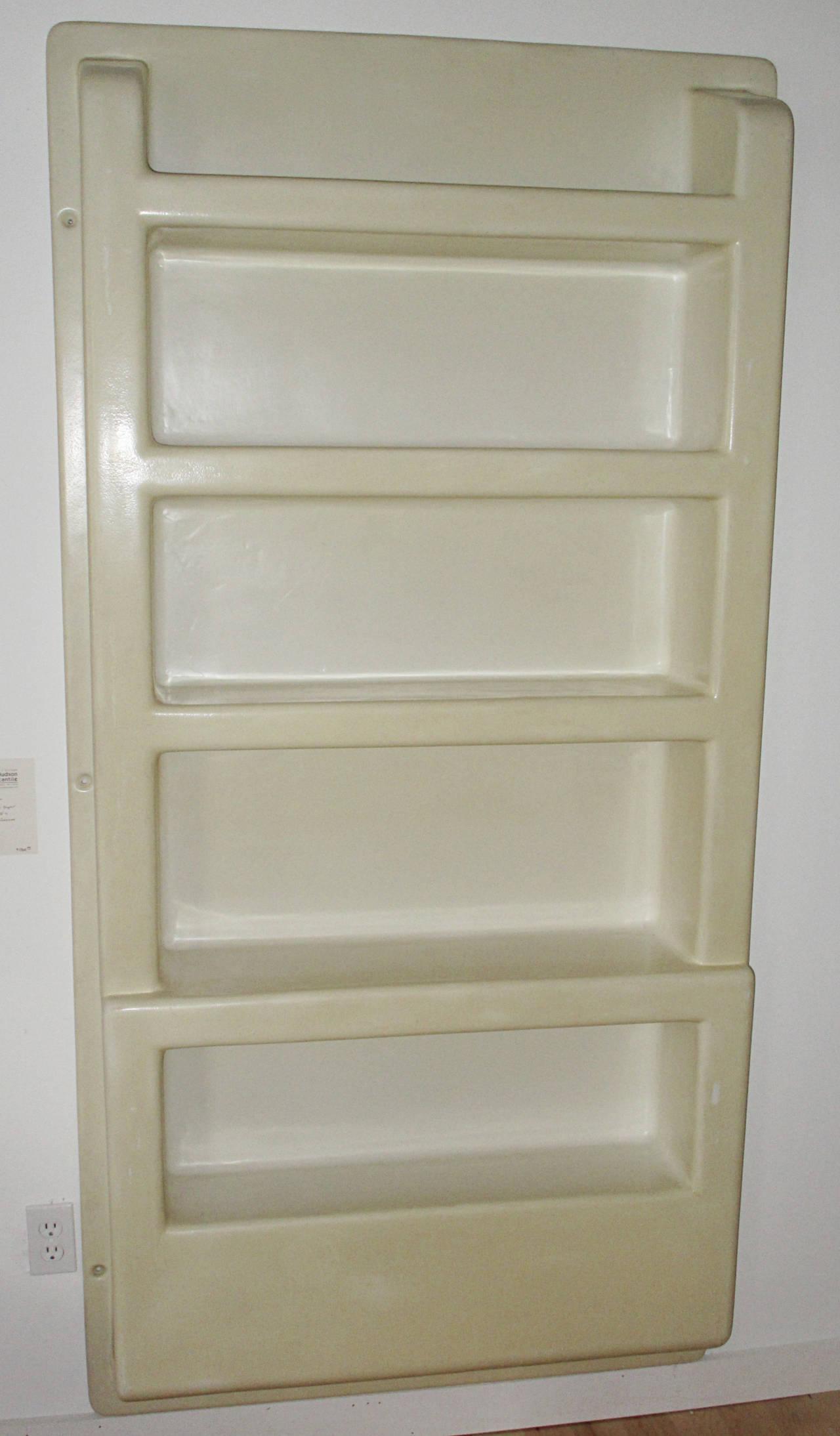 wall mounted plastic shelves photo - 8