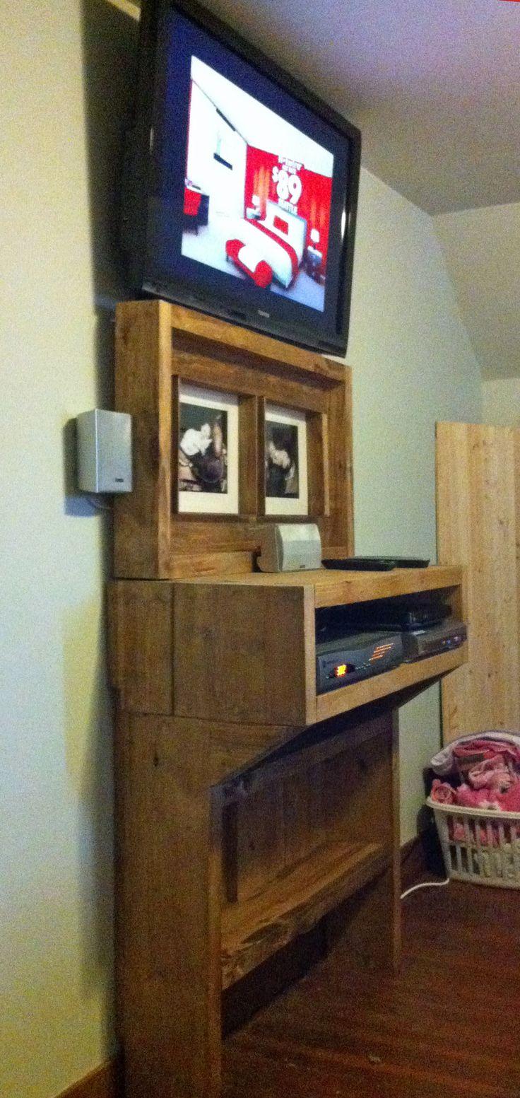 wall mounted shelves bedroom photo - 9